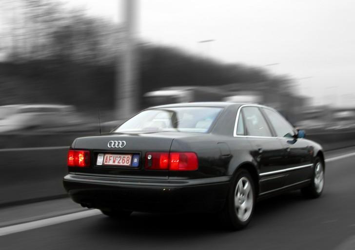 Polacy lubią szybką jazdę samochodem