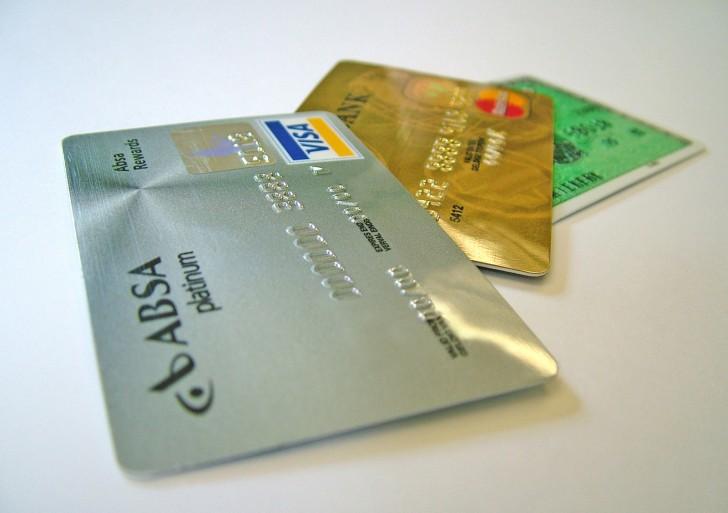 Jak często Polacy korzystają z kart płatniczych za granicą