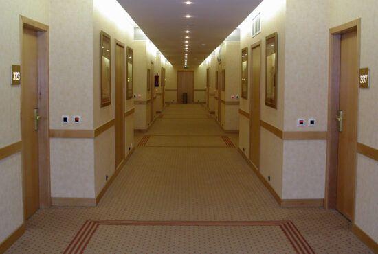 Dlaczego-Polacy-wyjezdzaja-z-hotelu-z-pamiatkami